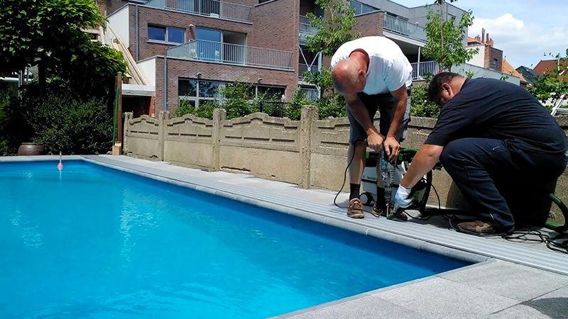 Plaatsen van zwembadoverkapping